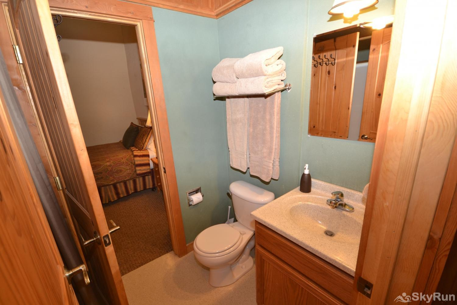 The Great House at Stillwater Mountain Lodge Full bathroom shared between the 2nd and 3rd bedrooms