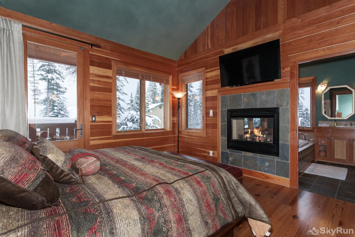 Highland Huckleberry Lodge Enjoy the fireplace and watch a movie while enjoying the Two Bear Master Suite