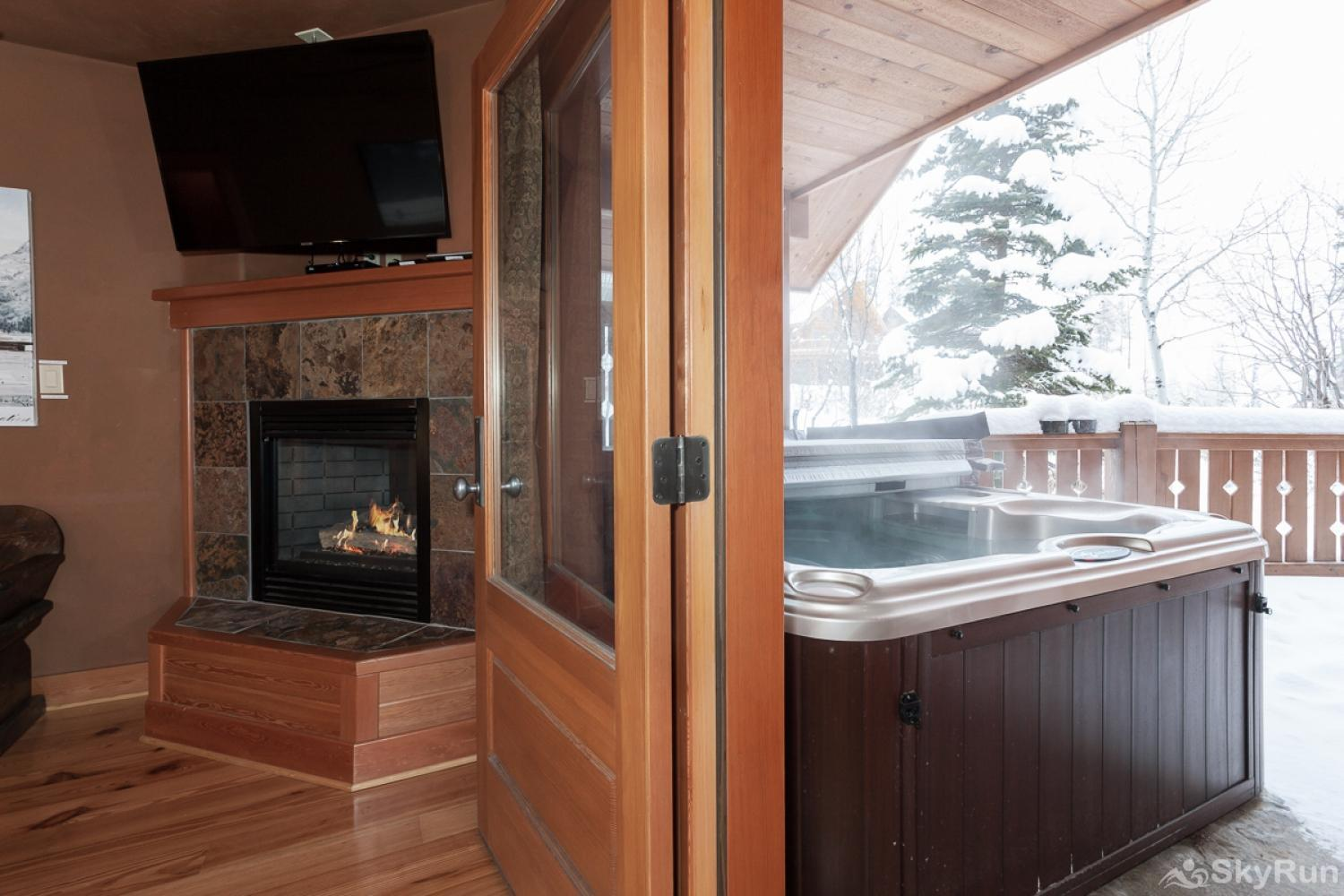 Highland Huckleberry Lodge Easily access the hot tub from the Bison Suite