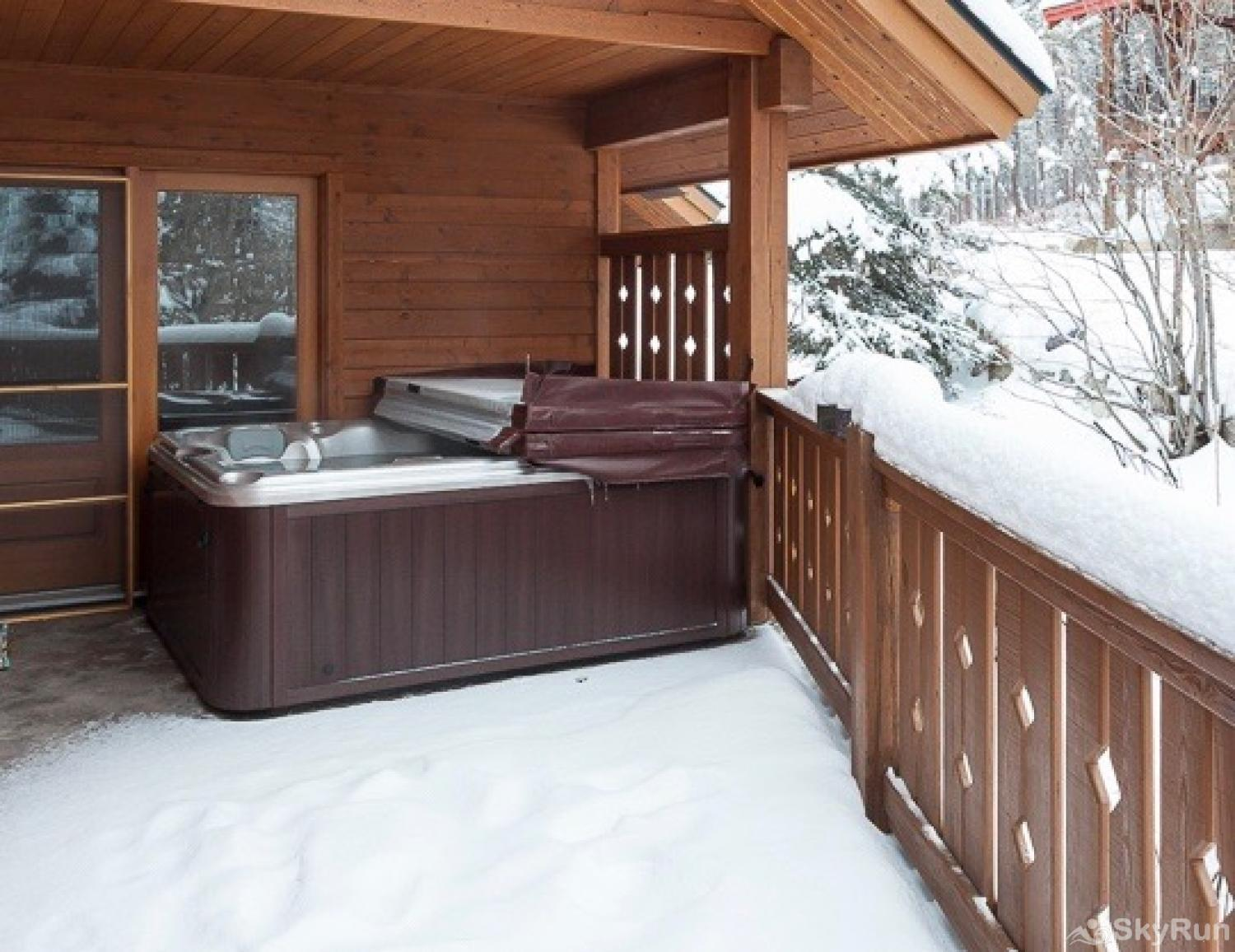 Highland Huckleberry Lodge Don't forget the hot tub! Relax and enjoy the sights and the crisp Montana air